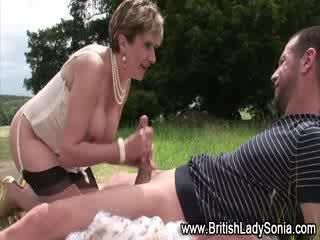 Pieauguša zeķe prostitūte trieciens darbs un jizz šāviens