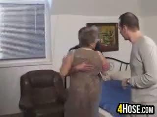 脂肪 奶奶 性交 在 该 屁股