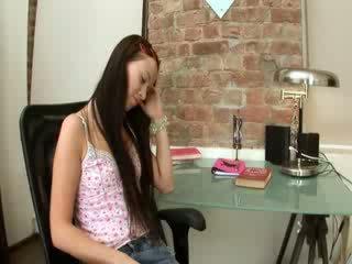 Evelina मॉडेल ऑफीस खुशी पर एक कुरसी