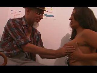 Tineri asistenta inpulit de vechi om