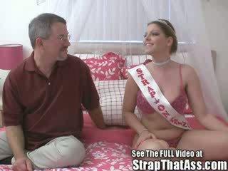 Robbie gets a gaping asshole od the strapon princezná aka: candi apple