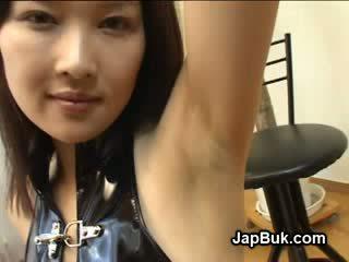 Éjac sur aisselles de japonais fille