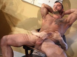 French Connexxxion. Muscle Man Got A FEllatio