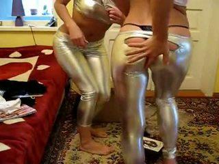 2 момичета опитвам нов лъскав клинове