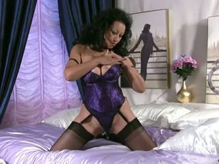 Bigtit Milf In Stockings Touches Her Aged Smuty Pussy