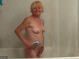 Bello vecchio nonnina teaches bello ragazza masturbate