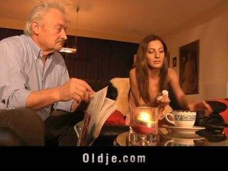高清晰度 爺爺 性交 由 年輕 alice