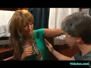 Lebarnult lány getting neki hónalj test analhole és puss licked tovább a mattress -ban a cabin