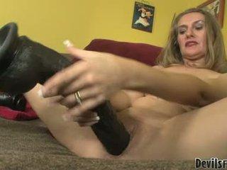 Sarah james fuck ja imema poolt tema gigantic seks mänguasjad