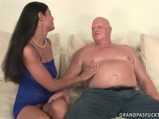 Χοντρός/ή παππούς fucks άτακτος/η νέος κορίτσι