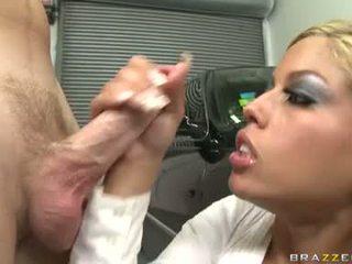 Sexy catin bridgette b enjoys une meaty shaft drilling unfathomable en son doux bouche