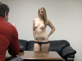 Blondīne stripper fucked uz karstās kastings