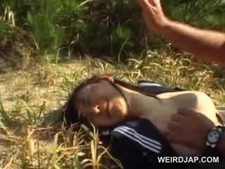 Innocent asiatico scuola ragazza forzato in hardcore sesso all'aperto