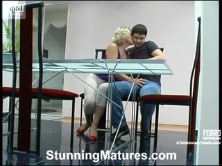 Margaret ja adam leggy milf sisse tegevus