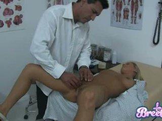 母狗 bree olson 是 having 该 guyr soaked 抢夺 tickled 同 她的 physicians fingers