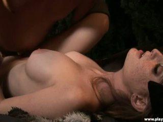 Faye reagan est dicked jusqu'à son slit pour la première temps