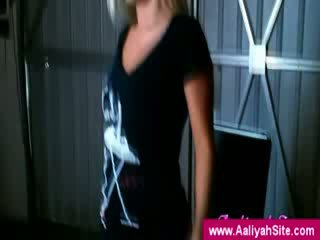 The innocent aaliyah הצגה את שלה תחת