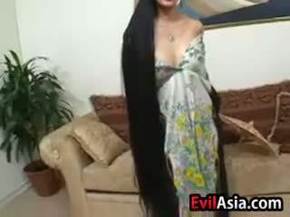 Küpsemad aasia koos pikk juuksed