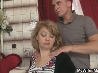 Mother-in-law jumps στο του μεγάλος καβλί ως του σύζυγος leaves