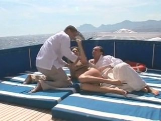 Beauty gets double πατήσαμε επί ένα σκάφος