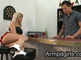 Subbrat licking 17