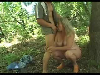 Me tule granny's me lesh kuçkë fucked në the woods