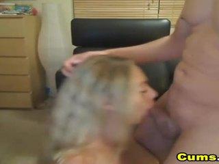 Veliko oprsje blond žena sucks in rides hd
