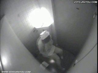 Quarto de banho masturbation secretly captured por spycam