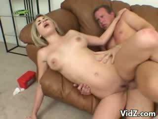 예쁜 ciera sage gets 피트 nastily licked
