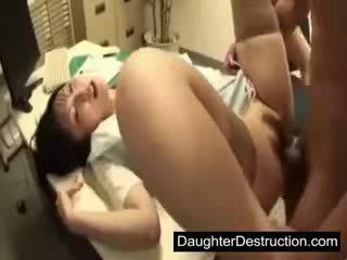Mlada japonsko japonsko hči zloraba