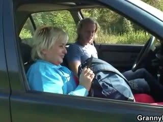 Nagyi getting pounded -ban a autó