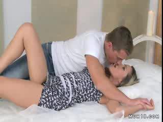 חזה גדול בלונדינית אנמא licked ו - מזוין ב חדר שינה