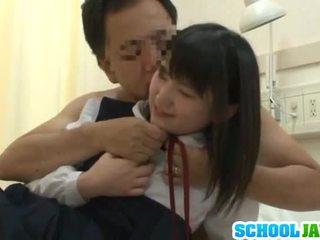 Warga cina trainee visits male freind dalam hospital