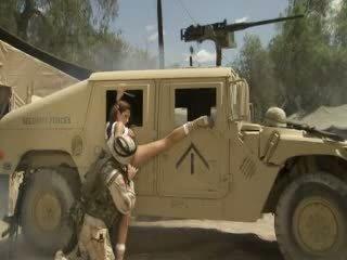 جنسي hotty jadra holly receives لها كس fingered و banged بواسطة ل soldier