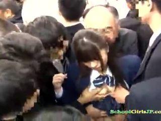Азиатки ученичка gets тя лице банда banged в а автобус