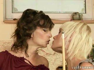 おばあちゃん と ティーン having レズビアン 楽しい