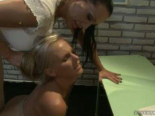 Nauczycielka i młody dziewczyna lesbijskie