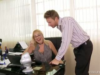 Boss signora getting suo junk licked