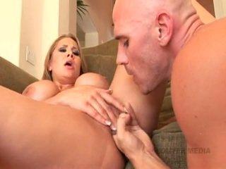 Hot and dipun cukur alanah rae receives her burungpun hammered real hard with a massive jago