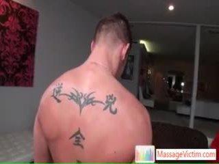 Shane getting massage à tous la droit places par massagevictim