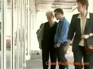 おばあちゃん seeking いくつかの アナル 喜び
