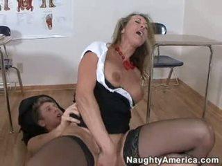 Bitchy সুবর্ণ haired brandi প্রেম likes getting cummed উপর তার throat পরে একটি কঠিন যৌনসঙ্গম
