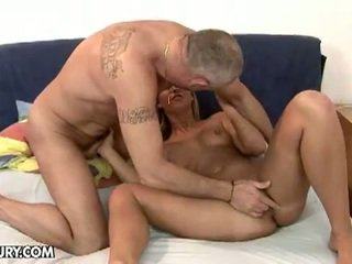 Sexy blonda linda ray sugand an vechi penis