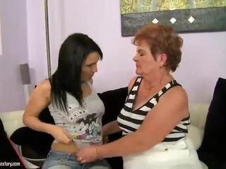 Gorda abuela appreciates lesbianas xxx involving adolescente nymph