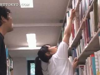 Ljubko azijke najstnice punca teased v the šola
