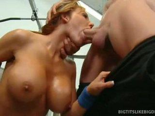 Nikki sexxx wraps lips rundt feit kuk getting throat knullet dyp