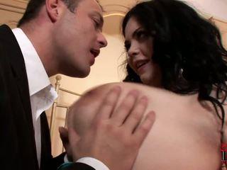 Graso y regordeta prostituta surprises su cliente en la hotel habitación.