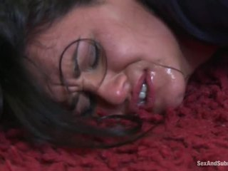 Cycate babes dostać ukarane przez hung policeman