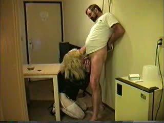Білявка travesti giving глава для guy