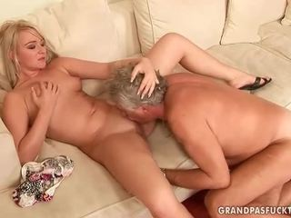 Alt guy fucks heiß jung blond